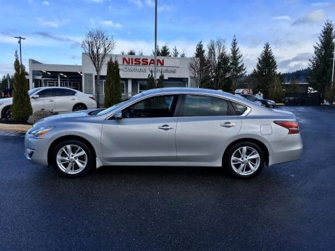 Pre-Owned 2015 Nissan Altima 2.5 SV with Navigation