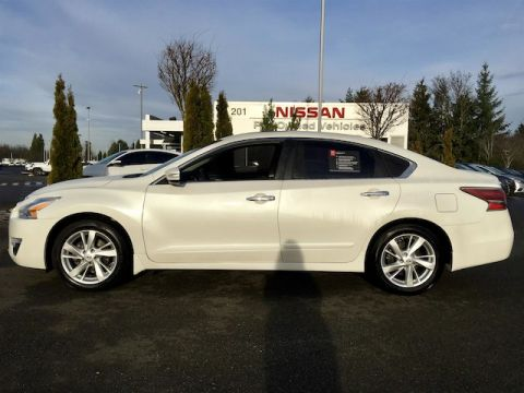 Certified Pre-Owned 2015 Nissan Altima 2.5 SV with Navigation