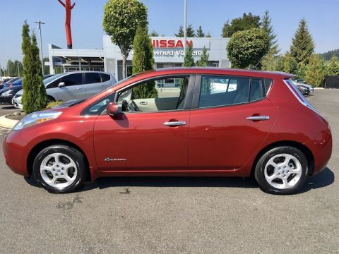 Pre-Owned 2014 Nissan LEAF S with Navigation