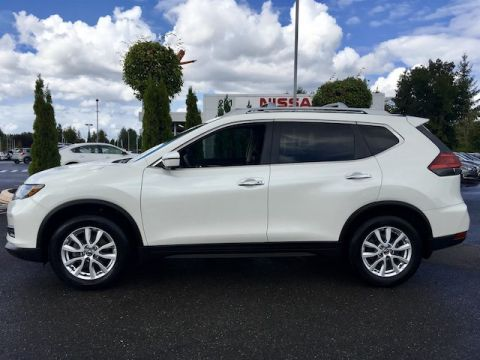 Pre-Owned 2017 Nissan Rogue SV with Navigation