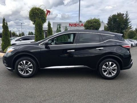 Pre-Owned 2017 Nissan Murano SV with Navigation